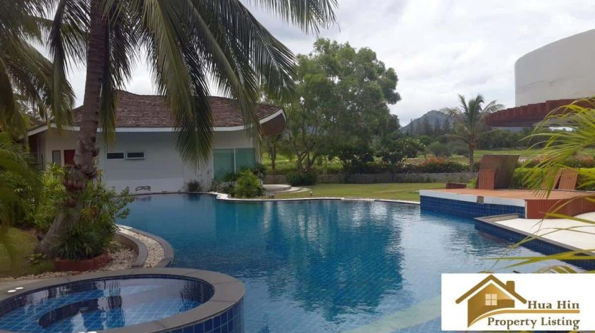 Mansion Style Cha Am Villa Overlooking Beautiful Golf Course