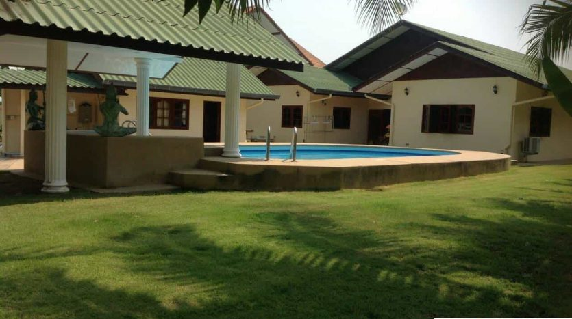 Massive 4 Bed Hua Hin Pool Villa On A Large Plot