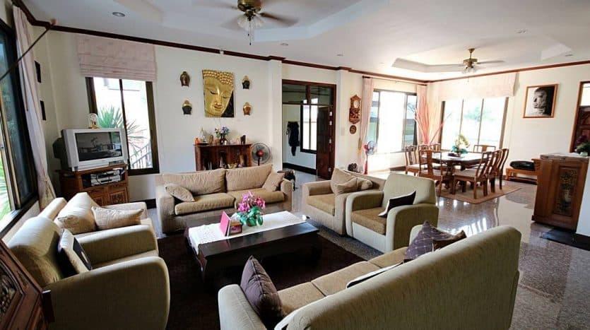 Palm Hills Hua Hin Villa – Spacious Living & Stunning Golf Course View