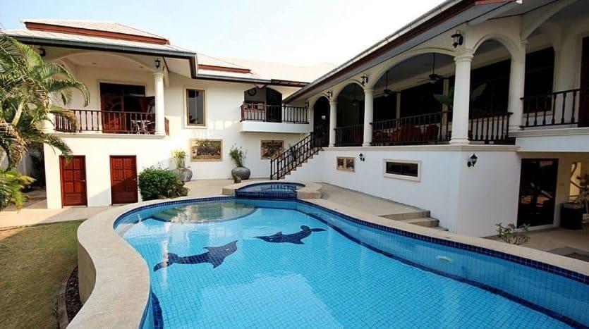 Palm Hills Hua Hin Villa - Spacious Living & Stunning Golf Course View